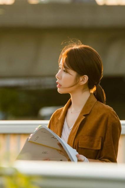 Buộc tóc đuôi ngựa như nào cho sang chảnh như Yoo In Na trong 'Chạm Vào Tim Em' và nàng thư ký Kim trong 'Thư Ký Kim Sao Thế' - Ảnh 5.