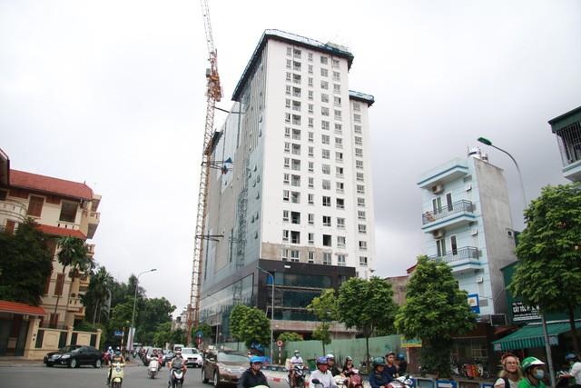 Hà Nội lần đầu nêu tên 43 công trình vi phạm trật tự xây dựng trên địa bàn - Ảnh 1.