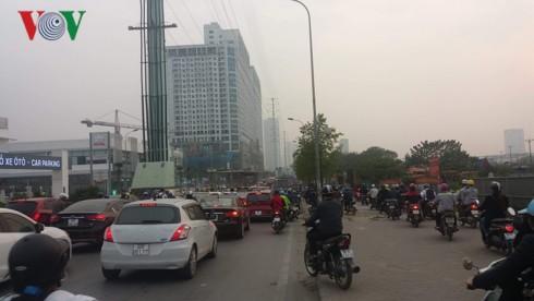 Cấm xe máy, cấm ô tô và thói quen đi lại hình thành từ kinh tế vỉa hè - Ảnh 4.
