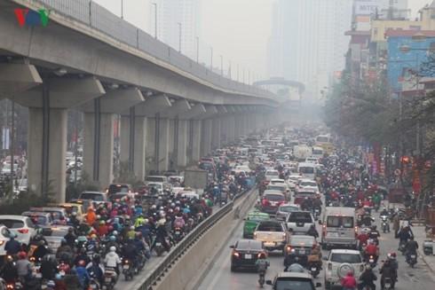 Cấm xe máy, cấm ô tô và thói quen đi lại hình thành từ kinh tế vỉa hè - Ảnh 5.