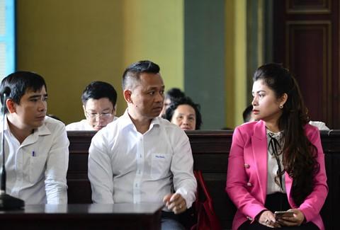 Cảm xúc trái chiều của vợ chồng vua cà phê sau phiên tòa ly hôn - Ảnh 3.