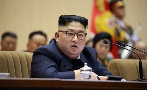 Ông Kim Jong Un phát biểu, quân nhân vừa ghi chép vừa khóc - Ảnh 1.