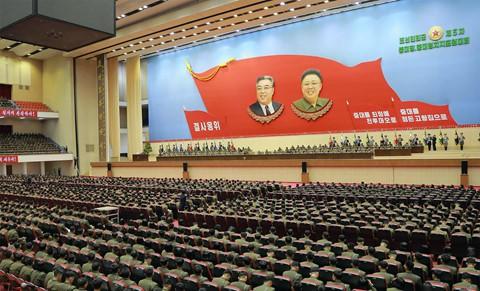 Ông Kim Jong Un phát biểu, quân nhân vừa ghi chép vừa khóc - Ảnh 2.