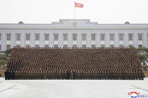 Ông Kim Jong Un phát biểu, quân nhân vừa ghi chép vừa khóc - Ảnh 9.