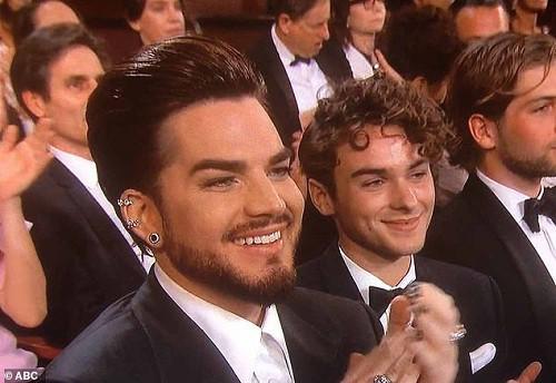 Ngôi sao âm nhạc Adam Lambert công khai bạn trai đồng tính mới - Ảnh 2.