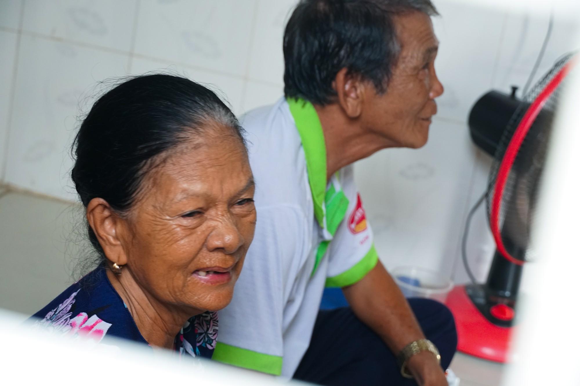Chuyện tình đẹp như phim của bác bảo vệ già bị dàn cảnh trộm xe SH, bật khóc nức nở giữa Sài Gòn - Ảnh 2.
