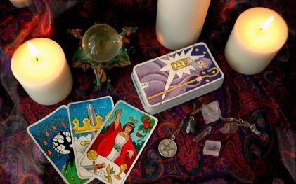 Tử vi hôm nay (03/3) qua lá bài Tarot: Ngày của yêu thương