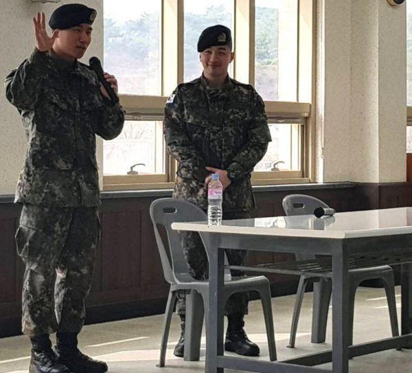 Mặc cho Seungri khốn khổ, TaeyangvàDaesung vẫn bận rộn với lịch trình ca hát trong quân đội: VIP phải làm sao? - Ảnh 3.