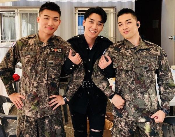 Mặc cho Seungri khốn khổ, TaeyangvàDaesung vẫn bận rộn với lịch trình ca hát trong quân đội: VIP phải làm sao? - Ảnh 4.