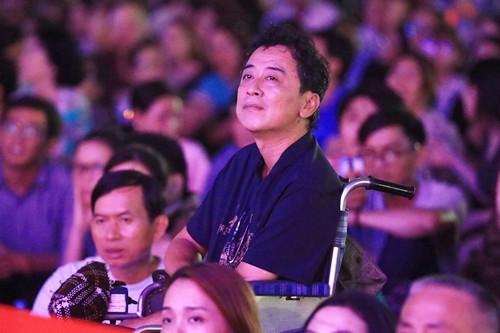 20.000 khán giả Sài Gòn ngồi bệt nghe nhạc Trịnh ở sân vận động - Ảnh 2.