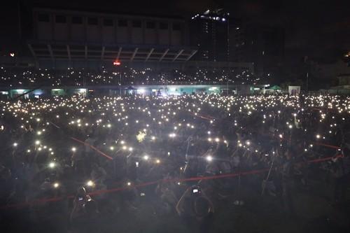 20.000 khán giả Sài Gòn ngồi bệt nghe nhạc Trịnh ở sân vận động - Ảnh 3.