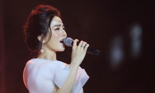 20.000 khán giả Sài Gòn ngồi bệt nghe nhạc Trịnh ở sân vận động - Ảnh 5.