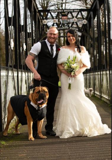 Cặp đôi quyết định tổ chức hôn lễ vì thú cưng mắc bệnh ung thư - Ảnh 3.