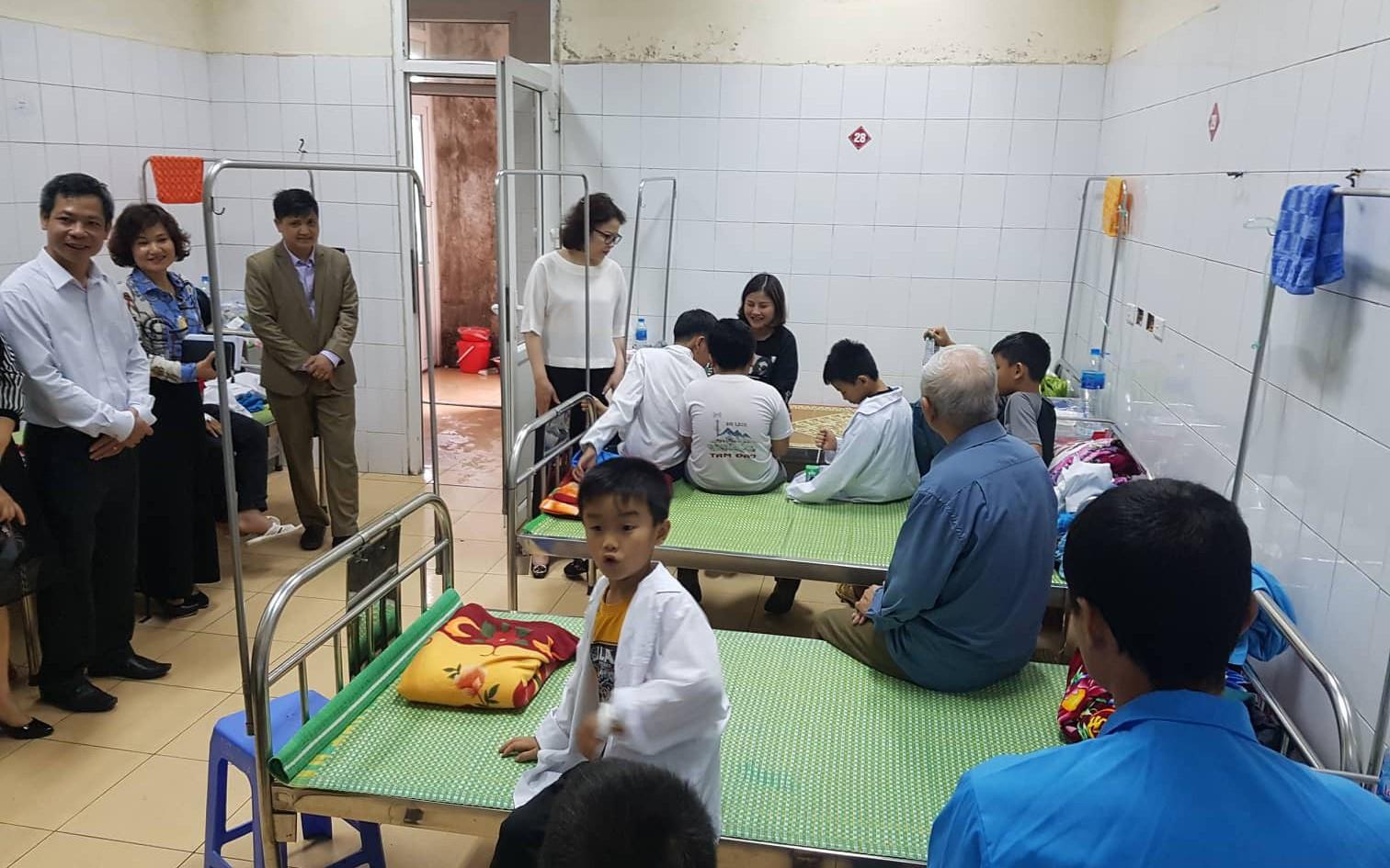 Vụ 44 học sinh ăn nhầm bột thông bồn cầu ở Hải Dương: 38 em đã đi học trở lại