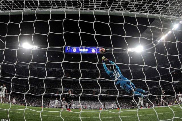 Những khoảnh khắc Real Madrid sụp đổ ở Bernabeu, trở thành cựu vương Champions League - Ảnh 11.
