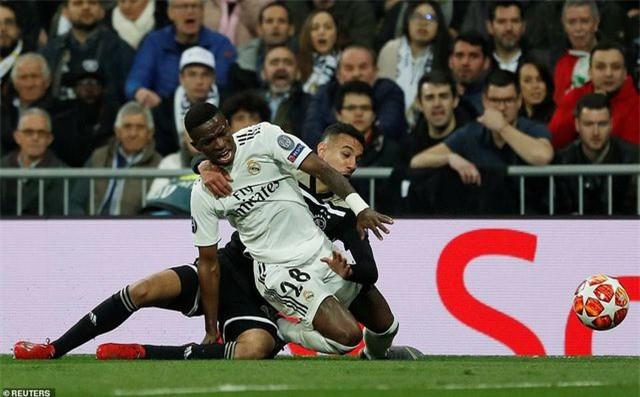 Những khoảnh khắc Real Madrid sụp đổ ở Bernabeu, trở thành cựu vương Champions League - Ảnh 22.