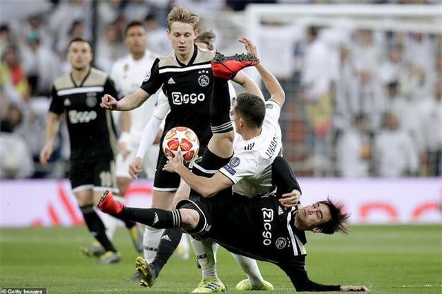 Những khoảnh khắc Real Madrid sụp đổ ở Bernabeu, trở thành cựu vương Champions League - Ảnh 23.