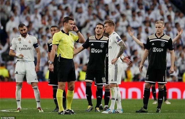 Những khoảnh khắc Real Madrid sụp đổ ở Bernabeu, trở thành cựu vương Champions League - Ảnh 4.