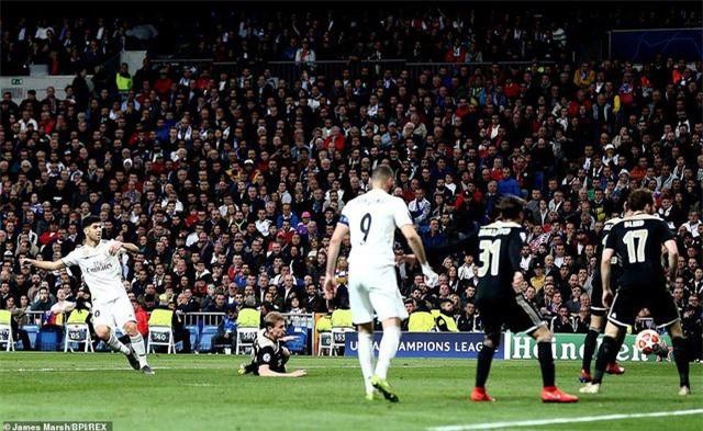 Những khoảnh khắc Real Madrid sụp đổ ở Bernabeu, trở thành cựu vương Champions League - Ảnh 6.