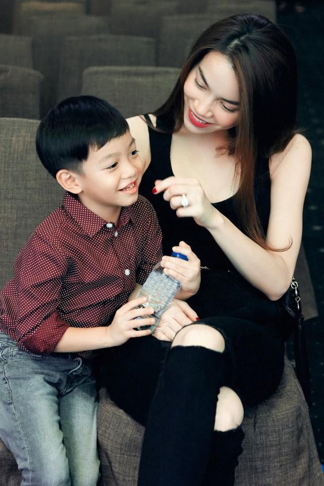 Con trai Hồ Ngọc Hà viết thư tay tặng mẹ nhân ngày Quốc tế Phụ nữ (8/3) - Ảnh 2.