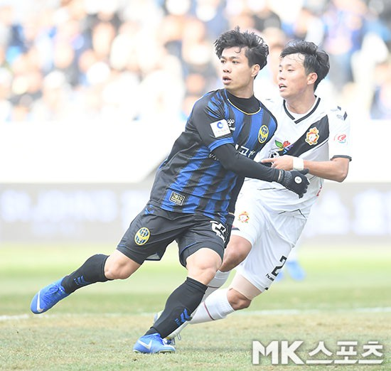 Công Phượng kịp hít hà bầu không khí K-League trong ngày Incheon Utd đả bại Gyeongnam, chiếm ngôi nhì bảng - Ảnh 3.