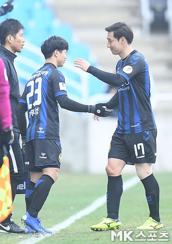 Công Phượng kịp hít hà bầu không khí K-League trong ngày Incheon Utd đả bại Gyeongnam, chiếm ngôi nhì bảng - Ảnh 4.