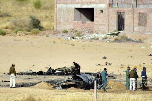 Máy bay chiến đấu của Ấn Độ nổ tan tành vì đụng phải chim - Ảnh 1.