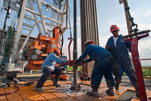 Giá xăng dầu hôm nay 13/4: Tiếp tục đi lên  - Ảnh 1.