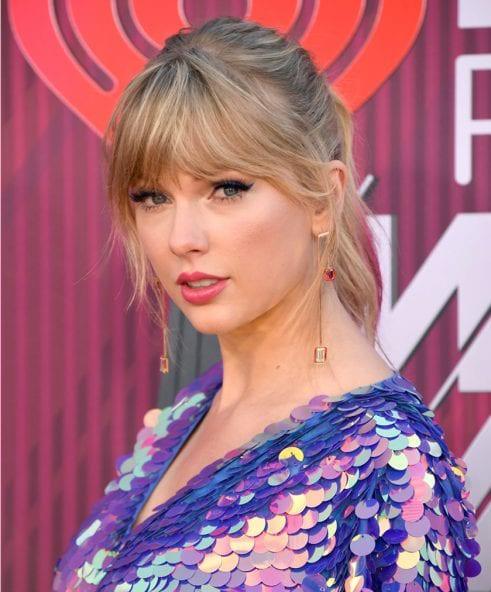 Cộng đồng LGBT thế giới hôm nay (10/4): Taylor Swift quyên góp khoản tiền khổng lồ cho tổ chức LGBT, nhóm nhạc BTS kết hợp với ca sĩ lưỡng tính trong dự án mới - Ảnh 1.