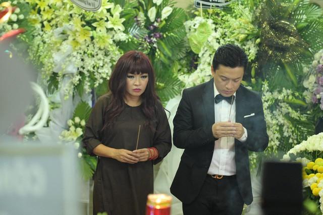 Sao Việt hôm nay (10/4): Đại Nghĩa bức xúc về hành động của khán giả tại lễ tang Anh Vũ, Thanh Hà háo hức mong chờ phát sóng Giọng hát Việt - Ảnh 1.