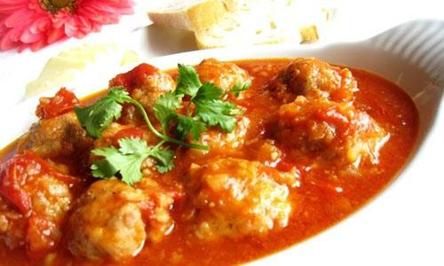 Tối nay ăn gì: Gợi ý mâm cơm gia đình đủ chất chỉ với 150.000 đồng có chả mực, gà rim mắm  - Ảnh 3.