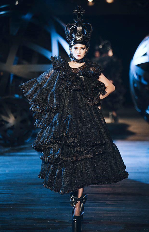Võ Hoàng Yến lên tiếng về cú ngã trong show diễn thời trang - Ảnh 2.