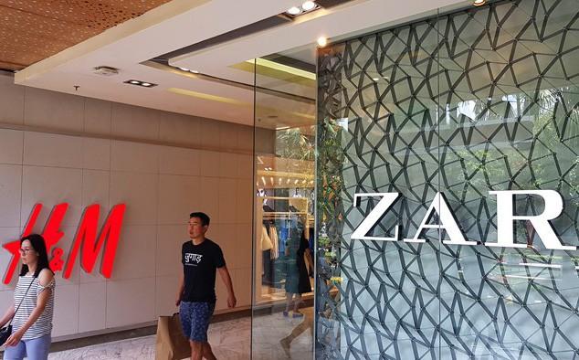 Thương hiệu quốc tế ồ ạt vào Sài Gòn, tranh nhau mặt bằng bán lẻ tại các trung tâm thương mại - Ảnh 1.