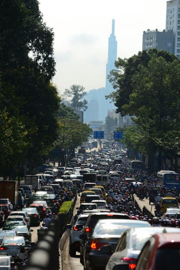 Sài Gòn kẹt xe tứ bề, dân ngao ngán cực đỉnh - Ảnh 19.