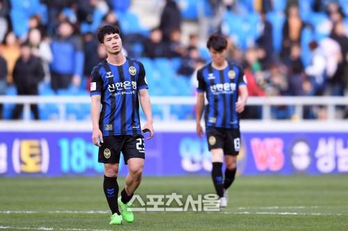 Công Phượng chưa tỏa sáng, hàng công Incheon United khiến HLV chán nản - Ảnh 1.