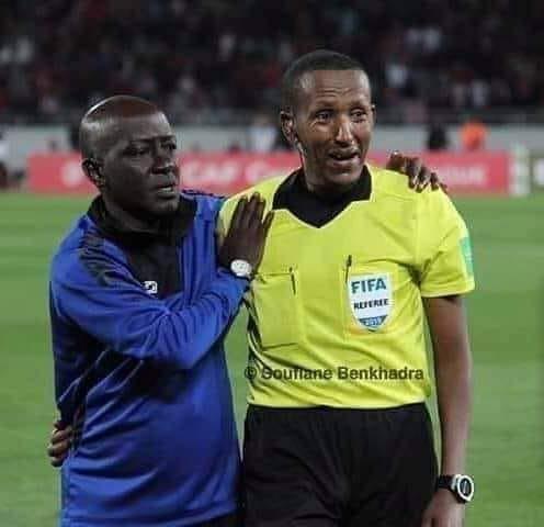 Trọng tài bật khóc khi chứng kiến thủ môn bị chấn thương khủng khiếp - Ảnh 2.