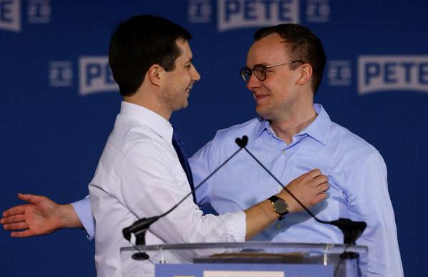 Khoảnh khắc lãng mạn khi ứng cử viên đồng tính cho chức Tổng thống Mỹ 2020 ôm hôn chồng sau bài phát biểu - Ảnh 3.