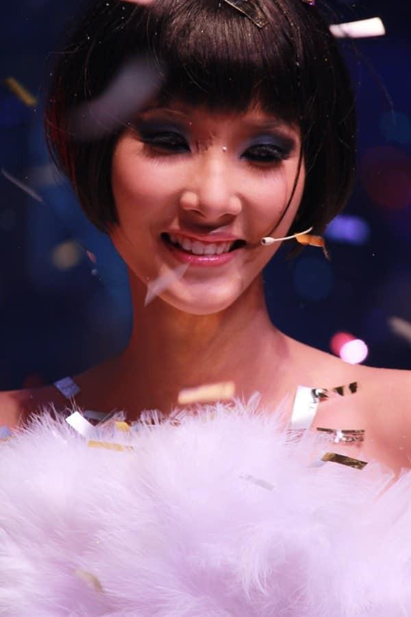 Chọn kiểu tóc phù hợp, tôn lên vẻ đẹp cho Á hậu Hoàng Thùy  - Ảnh 1.