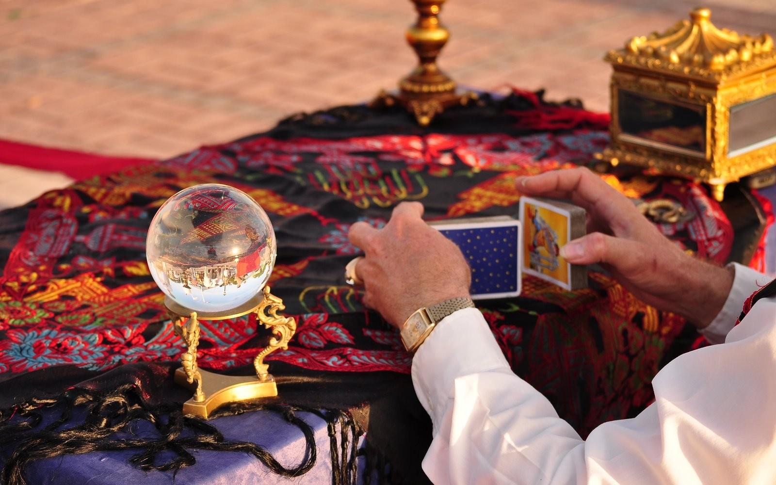 """Tử vi hôm nay (17/4) qua lá bài Tarot: Cẩn thận với thông tin """"ảo"""""""