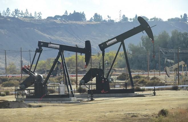 Giá xăng dầu hôm nay 15/5: Sụt giảm trầm trọng  - Ảnh 1.