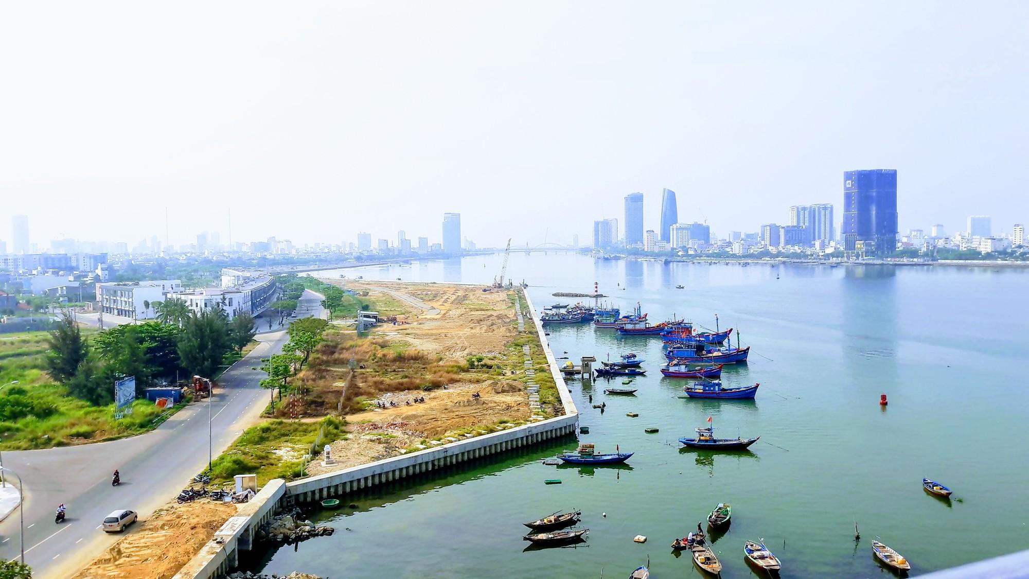 Vụ tạm dừng dự án Marina Complex ở Đà Nẵng: Cận cảnh những công trình, dự án dọc hai bờ sông Hàn hiện nay - Ảnh 4.
