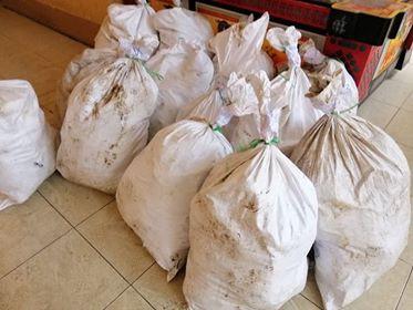 Bắt giữ 4 người trong vụ phát hiện hàng chục bao tải nghi chứa ma túy đá vứt cạnh ruộng muối - Ảnh 1.