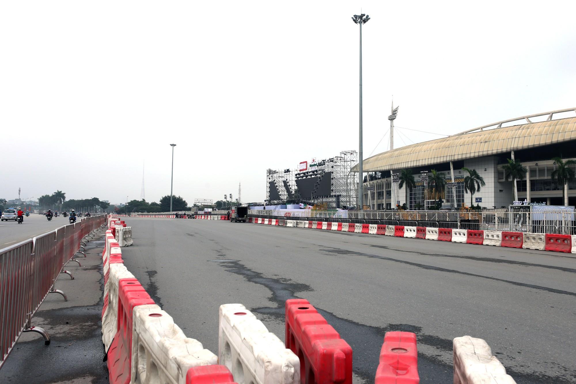 Cận cảnh nơi xe đua F1 sắp trình diễn ở sân vận động Mỹ Đình - Ảnh 1.