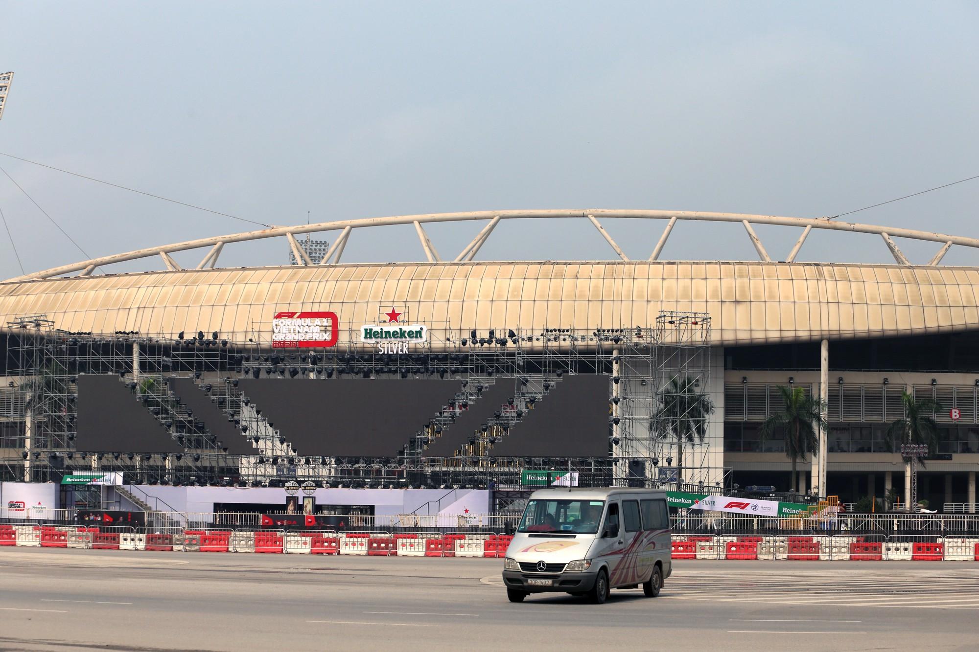 Cận cảnh nơi xe đua F1 sắp trình diễn ở sân vận động Mỹ Đình - Ảnh 13.