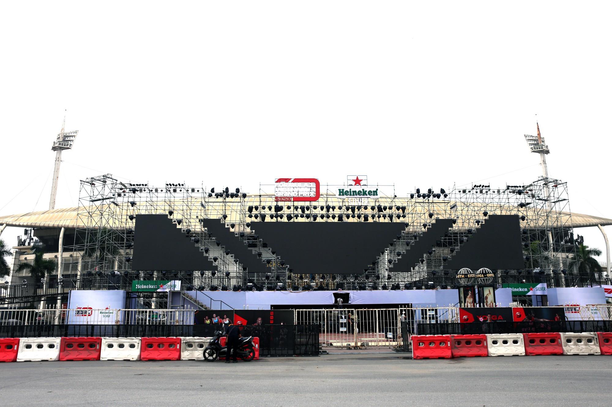 Cận cảnh nơi xe đua F1 sắp trình diễn ở sân vận động Mỹ Đình - Ảnh 2.