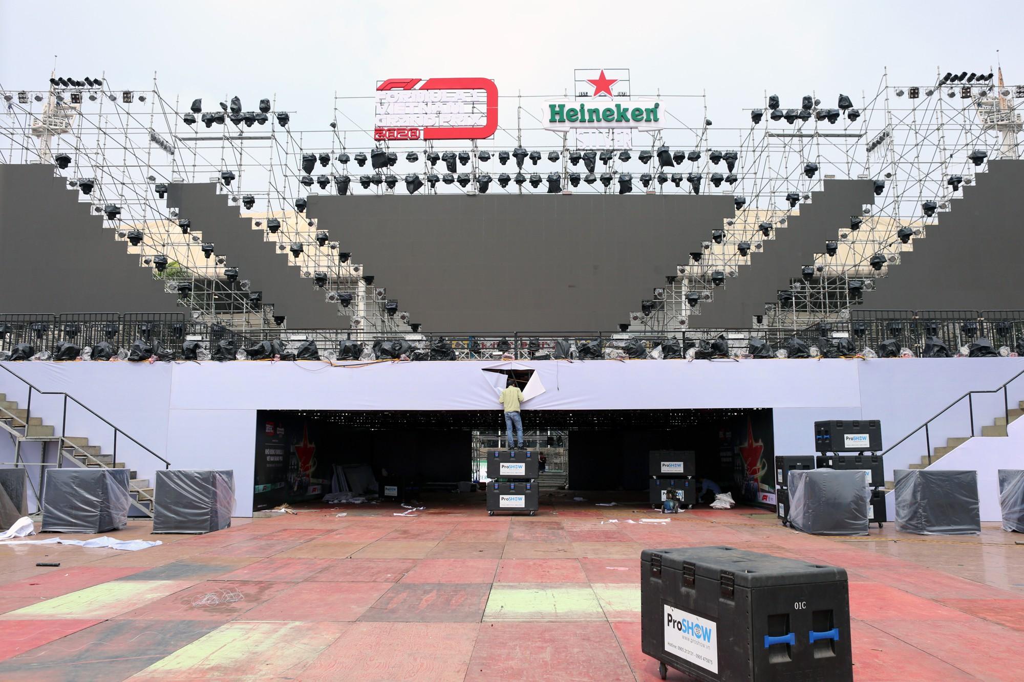 Cận cảnh nơi xe đua F1 sắp trình diễn ở sân vận động Mỹ Đình - Ảnh 3.