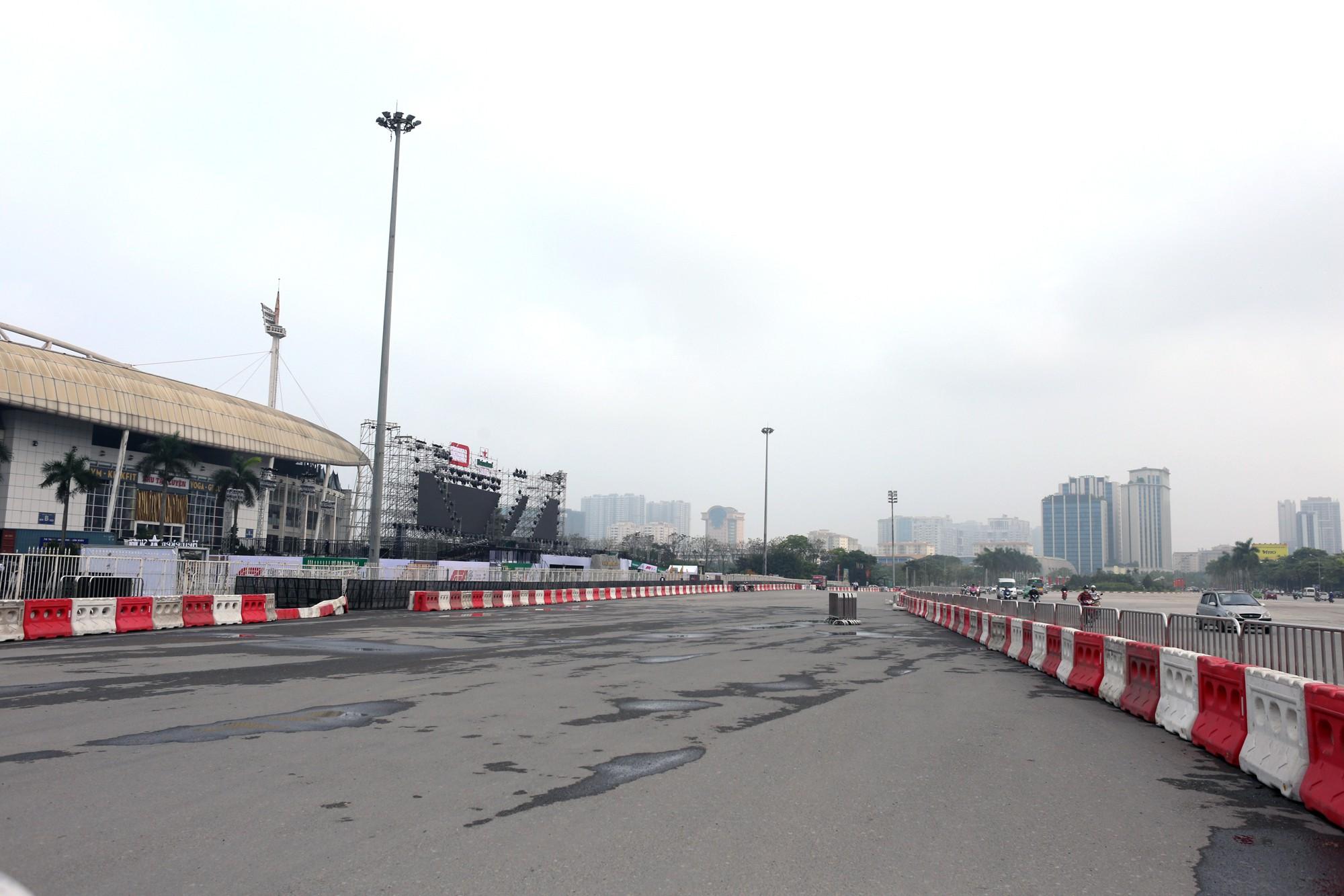 Cận cảnh nơi xe đua F1 sắp trình diễn ở sân vận động Mỹ Đình - Ảnh 8.