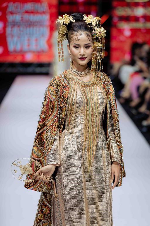 Những xu hướng thời trang nữ giới thống trị sàn diễn Tuần lễ thời trang Việt Nam 2019  - Ảnh 2.