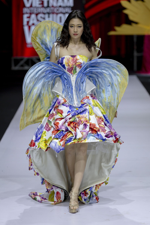 Những xu hướng thời trang nữ giới thống trị sàn diễn Tuần lễ thời trang Việt Nam 2019  - Ảnh 4.