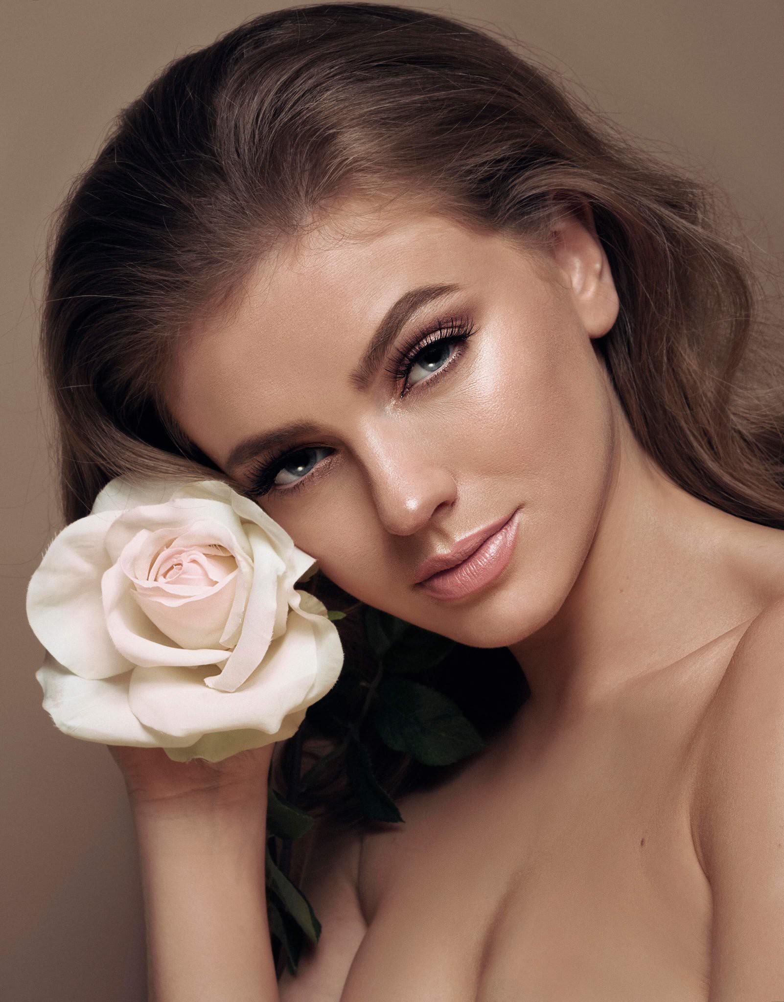 Nhan sắc như công chúa cổ tích của Hoa hậu xứ Wales 2019  - Ảnh 7.